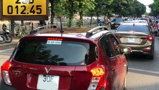 Từ ngày 1/8, các xe taxi và grab car sẽ có biển số màu vàng